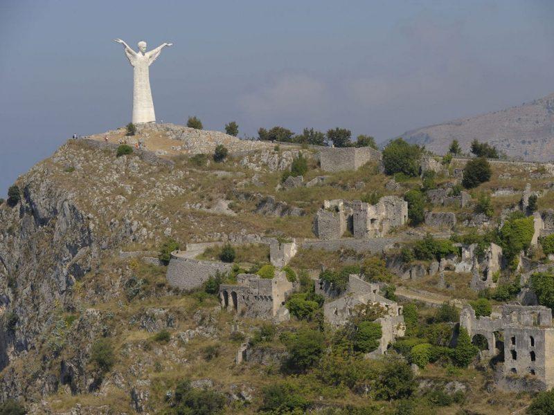 maratea-castello-statua-cristo-redentore.jpg